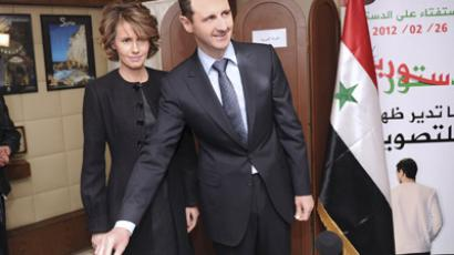 Syria's President Bashar al-Assad and his wife Asma vote during a referendum on a new constitution at a polling station in a Syrian TV station building in Damascus February 26, 2012. (Reuters / Sana Sana)