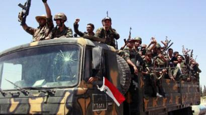 Syrian soldiers shout pro-Syrian President Bashar Assad slogans as they sit in the back of an army lorry (AFP Photo / STR)