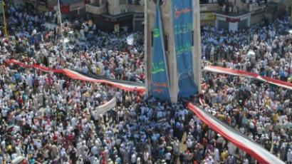 Syrians demonstrate against the government after Friday prayers in Hama on July 29, 2011 (AFP Photo / Str)