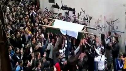 Syrian mourners carrying the coffin of a victim killed in recent violence in Tal Kalakh in the Homs governorate on November 20, 2011 (AFP Photo / Youtube)