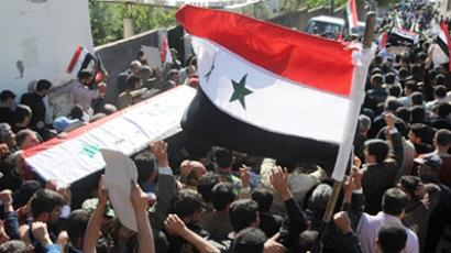 The funeral of Syrian policeman Samer Slamah in Tartus, 220 km northwest of Damascus, killed in clashes following days of unrest across Syria on April 27, 2011 (AFP Photo / Sana)