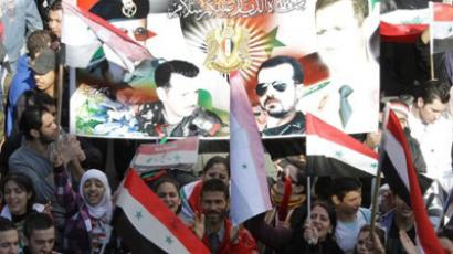 Syrians wave their national flag as they rally in central in Damascus on November 20, 2011 (AFP Photo / LOUAI BESHARA)