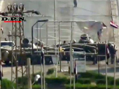 An image grab taken from a video uploaded on YouTube shows Syrian tanks deployed on a bridge in the eastern Syrian city of Deir al-Zor on August 7, 2011 (AFP Photo / YouTube)