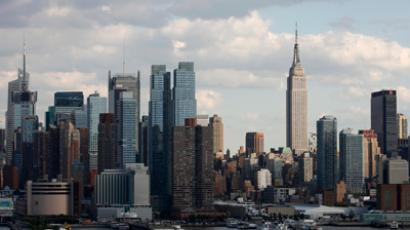 The Empire State Building (R) stands tall on the skyline of midtown Manhattan in New York (Reuters / Gary Hershorn)