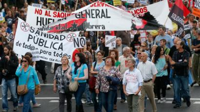 Demonstrators march with banners during a protest against public health and education cuts in Madrid October 6, 2012 (Reuters / Andrea Comas)