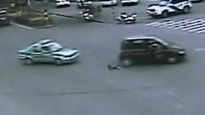 A toddler fell from a moving car (image by CCTV)