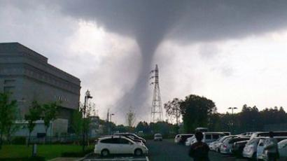 This picture whows a tornado sweeping through Tsukuba city in Ibaraki prefecture, north eastern Tokyo on May 6, 2012 (AFP Photo / Kei Hasgimoto via JIJI Press / Japan Out). Video from the channel of YouTube user 758440