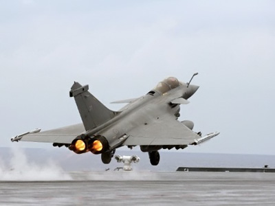 A French Navy Rafale jet fighter takes off from the Charles de Gaulle aircraft carrier on April 20, 2011 in the Mediteranean sea, as part of the military operations of the Nato coalition in Libya  (AFP Photo / Alexander Klein)