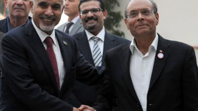 Tunisian President Moncef Marzouki (R) greets with Libyan National Transitional Council president Mohamed al-Megaryef (L) upon his arrival in Tunis on November 22, 2012.(AFP Photo / Fethi Belaid)