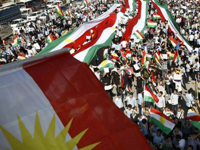 Iraqi Kurds hold up the Kurdish flag in the city fo Arbil on October 19, 2011 (AFP Photo / Safim Hamed)