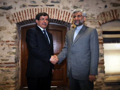 Turkish Foreign Minister Ahmet Davutoglu (L) shakes with Iran's top national security official, Saeed Jalili before their meeting on April 13, 2012 in Istanbul, on the eve of the resumption of talks between the European Union and Iran about its nuclear program (AFP Photo / Bulent Kilic)