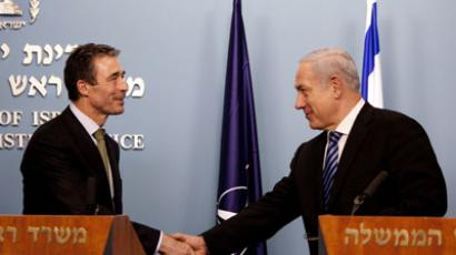 Israeli Prime Minister Benjamin Netanyahu (R) and Nato Secretary General Anders Fogh Rasmussen shake hands as they deliver a joint statement after their meeting on February 09, 2011 in Jerusalem. (AFP Photo / Uriel Sinai)