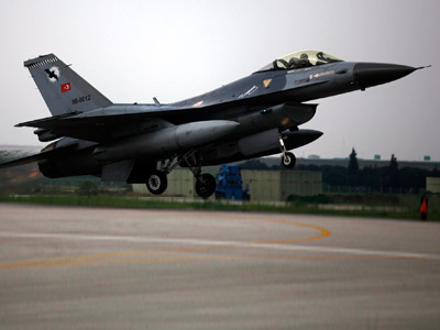 Turkey scrambles jets as Syrian warplanes bomb border region