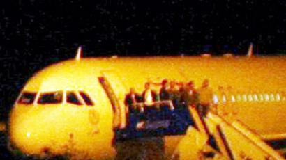 A Syrian passenger plane is seen after it was forced to land at Ankara airport on October 10, 2012 (AFP Photo / Adem Altan)
