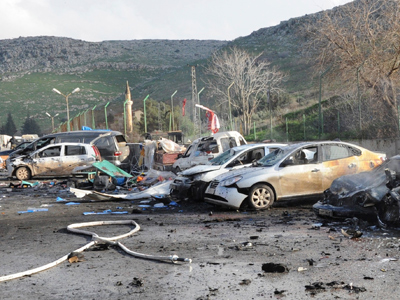 Damaged cars are seen after an explosion at Cilvegozu border gate near the town of Reyhanli on the Turkish-Syrian border in Hatay province February 11, 2013  (Reuters / Cem Genco / Anadolu Agency)