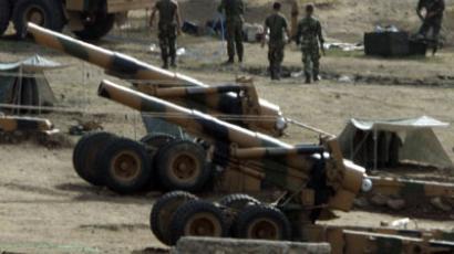 Howitzers artillery pieces are seen at a Turkish military camp near the Turkey-Iraq border, in the province of Sirnak, southeast Turkey, 28 October 2007.(AFP Photo / Mustafa Ozer)