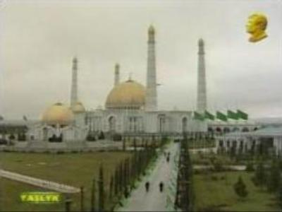 Turkmenistan bids farewell to Niyazov at funeral