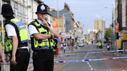 United Kingdom, London : Police man the cordons on London road in Croydon, south of London, on August 10, 2011. (AFP Photo / Miguel Medina)