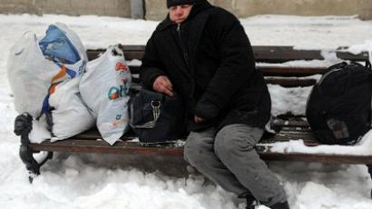 A homeless man rests on a bench in the western Ukrainian city of Lviv on February, 6, 2012 (AFP Photo / Yuiy Dyachyshyn)