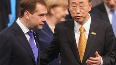 Russian President Dmitry Medvedev (L) talks to UN Secretary-General Ban Ki-Moon (AFP Photo / Alexander Nemenov)