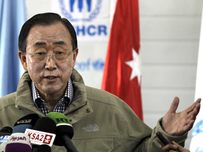 Ban Ki-Moon gestures as he speaks to the press during a visit to a UN-run school in the Zaatari Refugee Camp for Syrian refugees, Jordan, on December 7, 2012 (AFP Photo / Khalil Mazraawi)