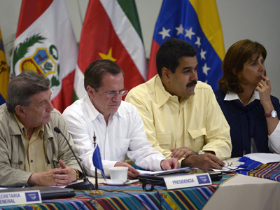 The Ministers of Foreign Affairs of (L-R) Peru, Rafael Roncagliolo, Ecuador, Ricardo Patino, Venezuela, Nicolas Maduro, and Colombia, Maria Angela Holguin, answer questions to the press after an extraordinary meeting of the Council of Ministers of UNASUR in Guayaquil, Ecuador on August 19, 2012 (AFP Photo / Rodrigo Buendia)