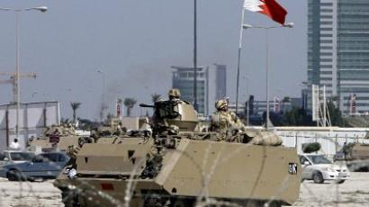 A Bahraini army APC pulls out of an area near Pearl Square in Manama (AFP Photo / Joseph Eid)
