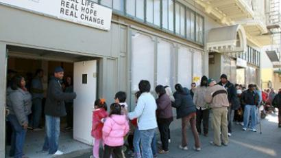 United States, Oakland: People line up for a free Thanksgiving meal at CityTeam Ministries on November 24, 2010 in Oakland, California. (AFP Photo / Justin Sullivan)