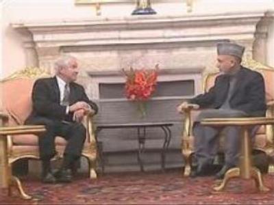 U.S. Defence Secretary reviews Afghan security