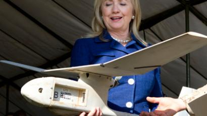 US Secretary of State Hillary Clinton holds a small US-made drone drone that the Ugandan military uses in Somalia to fight al-Qaida linked militants (AFP Photo / Pool / Jacquelyn Martin)