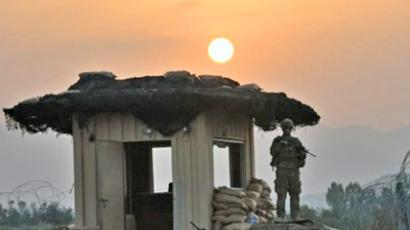 Afghanistan, Sabari: A US soldier from Viper Company, 1-26 Infantry stands on a guard tower as the sun rises at Combat Outpost (COP) Sabari in Khost province in the east of Afghanistan on June 23, 2011 (AFP Photo / Ted Aljibe)