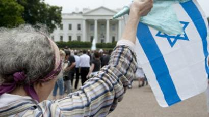 A supporter of Israel waves the Israeli flag outside the White House in Washington, DC, May 20, 2011 (AFP Photo / Saul Loeb)