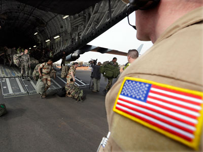 A US soldier looks on as French soldiers exit a US Air Force C-17 transport plane in Bamako. (Reuters / Eric Gaillard)