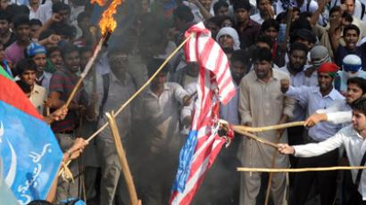 Pakistani activists  burn a US flag during a protest against an anti-Islam movie in Lahore on September 19, 2012 (AFP Photo / Arif Ali)