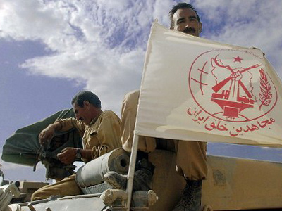 A member of the Iraq-based Iranian armed opposition group, the People's Mujahedeen, (MEK), at a US check point in northeastern Iraq, 12 May 2003 (AFP Photo / Roberto Schmidt)