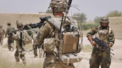 US soldiers using a mine detector during a joint patrol with Afghan National Army soldiers in Kandahar province, the heartland of Taliban in southern Afghanistan (AFP Photo / Romeo Gacad)