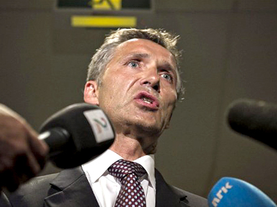 Norway, Oslo: Norwegian Prime Minsiter Jens Stoltenberg gives a press briefing early on Juy 23, 2011 at the Ulleval University hospital in Olso (AFP  Photo / Aleksander Andersen)