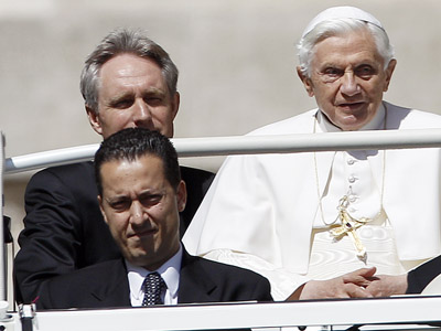 The Pope's butler, Paolo Gabriele (bottom L) arrives with Pope Benedict XVI (R) at St. Peter's Square in Vatican, in this file photo taken May 23, 2012. (Reuters / Alessandro Bianchi / Files)
