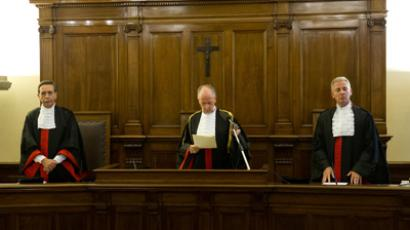 The court president Giuseppe Dalla Torre (C) reads the verdict in the case against Pope Benedict's former butler Paolo Gabriele during his trial at the Vatican on October 6, 2012 (AFP Photo / Osservatore Romano)