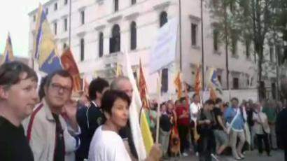 Protesters gather in front of the central government building in Veneto, Italy to demand independence from Rome. Screenshot from RT guest footage.
