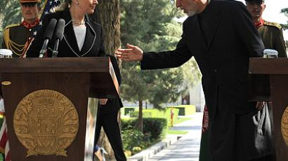 Afghan president Hamid Karzai (2nd R) talks with US Secretary of State Hillary Clinton (L) at the conclusion of a press conference at the Presidential Palace in Kabul on July 7, 2012 (AFP Photo / Massoud Hossaini)