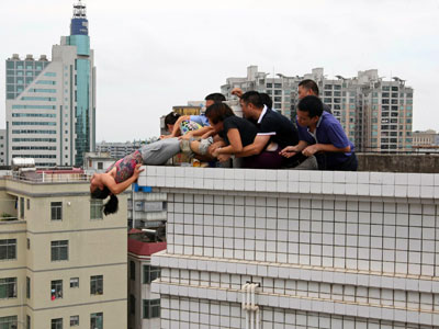 Desperate Dive To Death Penalty Rescued Chinese Woman To