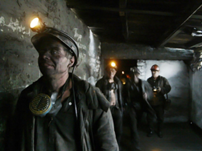 Workers refuse to leave coal mine in Ukraine
