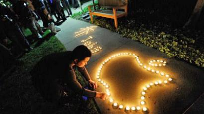 Chinese exchange students from nearby De Anza College use candles to create the Apple logo and Steve Jobs' last name in Chinese characters at a makeshift memorial for Steve Jobs at the Apple headquarters on October 5, 2011 in Cupertino, California (Kevork Djansezian / Getty Images / AFP Photo)
