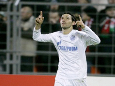 Zenit's Danny made the score 2-0