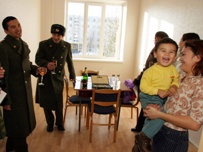 There will be no homeless officers left by 2012 – Medvedev