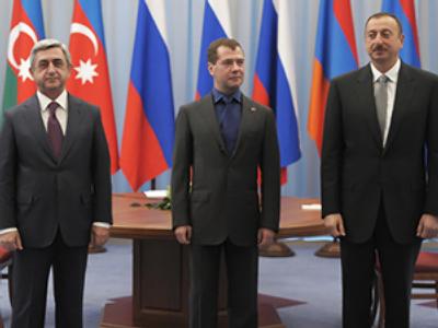 Serzh Sargsyan (L), Dmitry Medvedev (C), and Ilham Aliyev (RIA Novosti / Sergey Guneev)