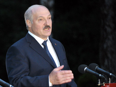 Lukashenko vows to oppose foreign threats and color revolutions