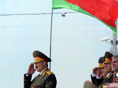 President Alexander Lukashenko (L) salutes during the Independence Day parade in Minsk. (AFP Photo)