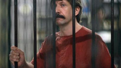 Alleged arms smuggler Viktor Bout from Russia looks on from behind bars at a criminal court in Bangkok October 4, 2010 (Reuters/Damir Sagolj)